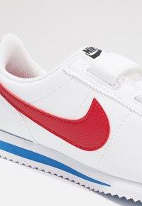 Nike Sportswear - CORTEZ BASIC - Zapatillas - white/varsity royal/black/varsity red - 2