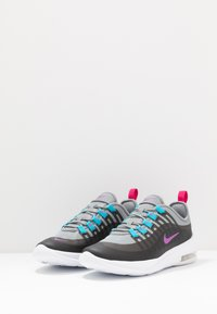 Nike Sportswear - AIR MAX AXIS - Sneakers basse - particle grey/purple/black/blue fury