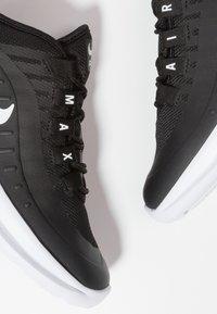 Nike Sportswear - AIR MAX AXIS - Sneakers basse - black/white - 6