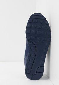 Nike Sportswear - MD RUNNER 2 PE  - Zapatillas - midnight navy/light armory blue - 5