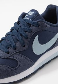 Nike Sportswear - MD RUNNER 2 PE  - Trainers - midnight navy/light armory blue - 2