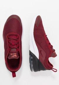 Nike Sportswear - AIR MAX MOTION 2 - Tenisky - team red/bright crimson/black/white/night maroon - 0