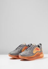 Nike Sportswear - AIR MAX 720 - Baskets basses - grey/orange - 3