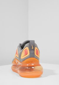 Nike Sportswear - AIR MAX 720 - Baskets basses - grey/orange - 4
