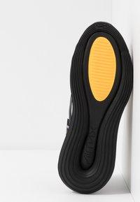 Nike Sportswear - AIR MAX 720 - Sneakers laag - black/metallic silver/university gold/flash crimson - 5