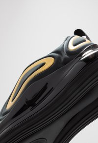 Nike Sportswear - AIR MAX 720 - Sneakers laag - black/mtetallic gold - 2