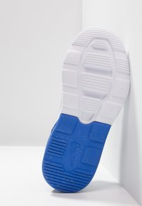 Nike Sportswear - AIR MAX MOTION 2 - Loafers - black/game royal/white