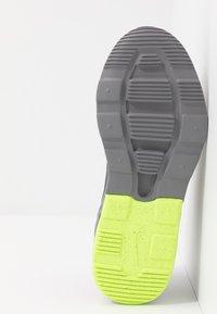 Nike Sportswear - AIR MAX MOTION 2 - Scarpe senza lacci - black/volt/gunsmoke - 5