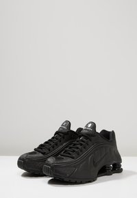 Nike Sportswear - SHOX R4 - Baskets basses - black - 3