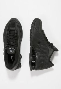 Nike Sportswear - SHOX R4 - Baskets basses - black - 0