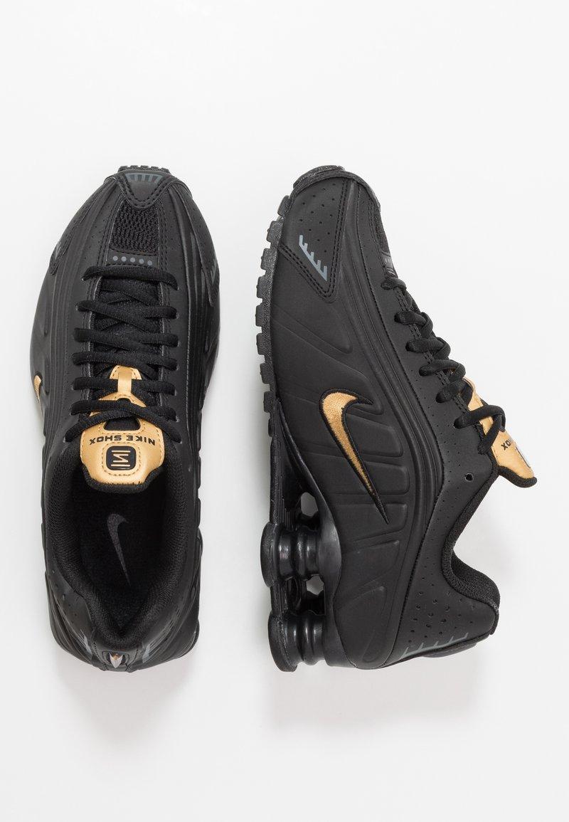 Nike Sportswear - SHOX R4 - Sneakers laag - black/metallic gold/anthracite