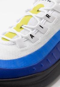 Nike Sportswear - AIR MAX AXIS - Sneakers basse - white/hyper blue/black - 2