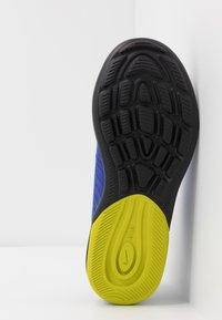 Nike Sportswear - AIR MAX AXIS - Sneakers basse - white/hyper blue/black - 5
