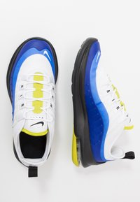 Nike Sportswear - AIR MAX AXIS - Sneakers basse - white/hyper blue/black - 0