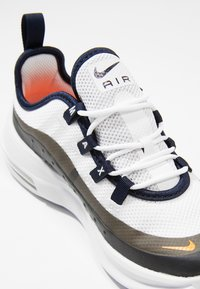 Nike Sportswear - AIR MAX AXIS - Sneakers basse - white/total orange/obsidian/amarillo - 2