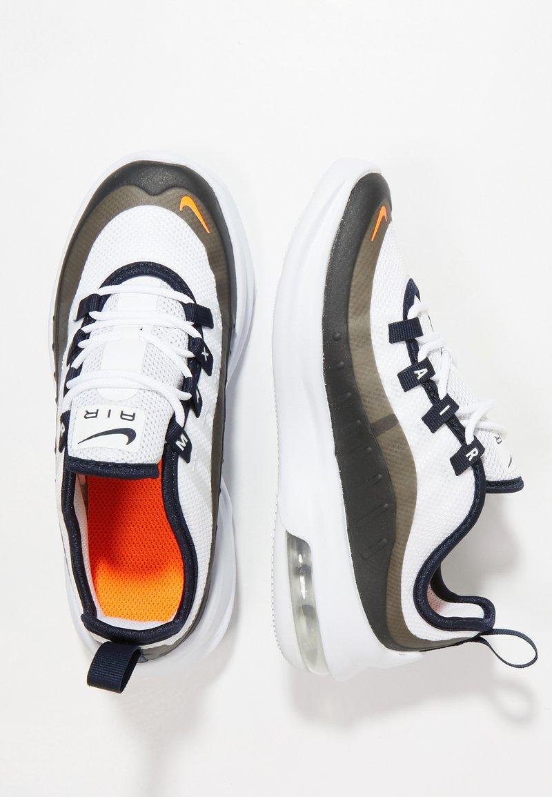 Nike Sportswear - AIR MAX AXIS - Sneakers basse - white/total orange/obsidian/amarillo
