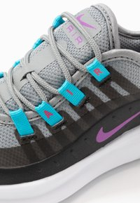Nike Sportswear - AIR MAX AXIS - Sneakers basse - particle grey/purple/black/blue fury - 2