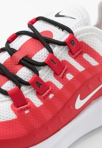 Nike Sportswear - AIR MAX AXIS - Sneakers basse - university red/white/black - 2