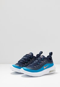 Nike Sportswear - AIR MAX AXIS - Sneakers basse - midnight navy/hyper crimson/laser blue - 3