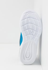 Nike Sportswear - AIR MAX AXIS - Sneakers basse - midnight navy/hyper crimson/laser blue - 5