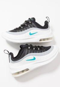 Nike Sportswear - AIR MAX AXIS - Sneakers basse - black/spirit teal/white/platinum tint - 6