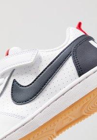 Nike Sportswear - COURT BOROUGH - Joggesko - white/obsidian/university red/light brown - 2