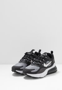 Nike Sportswear - AIR MAX 270 REACT - Tenisky - black/vast grey/off noir/white - 3
