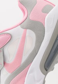 Nike Sportswear - AIR MAX 270 REACT - Zapatillas - white/pink/light smoke grey/metallic silver - 2