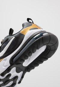Nike Sportswear - AIR MAX 270 REACT - Sneakers laag - anthracite/white/black/metallic gold - 2