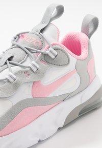 Nike Sportswear - AIR MAX 270 RT - Sneakersy niskie - white/pink/light smoke/grey/metallic silver - 2