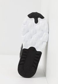 Nike Sportswear - AIR MAX 270 RT - Sneakers basse - black/bicycle yellow/teal tint/violet star - 5