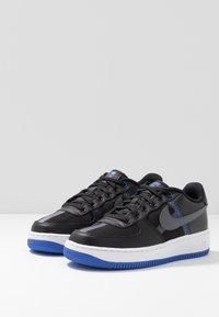 Nike Sportswear - AIR FORCE 1 LV8 - Baskets basses - black/dark grey-racer blue-mystic navy-white - 3
