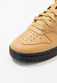 Nike Sportswear - COURT BOROUGH MID  - Höga sneakers - club gold/blue hero/kumquat/black - 2