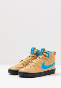 Nike Sportswear - COURT BOROUGH MID  - Höga sneakers - club gold/blue hero/kumquat/black - 3