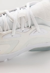 Nike Sportswear - AIR MAX 200 - Sneakers basse - white/metallic silver - 2