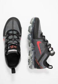 Nike Sportswear - AIR VAPORMAX 2019 - Sneakers basse - black/red - 0