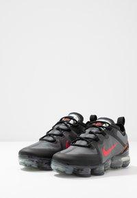 Nike Sportswear - AIR VAPORMAX 2019 - Sneakers basse - black/red - 3