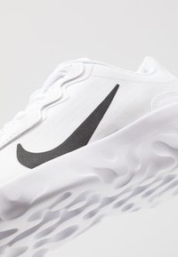 Nike Sportswear - EXPLORE STRADA - Baskets basses - summit white/black - 2