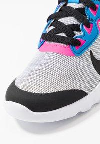 Nike Sportswear - EXPLORE STRADA - Tenisky - white/black/photo blue/hyper pink - 2
