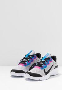 Nike Sportswear - EXPLORE STRADA - Tenisky - white/black/photo blue/hyper pink - 3
