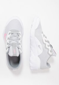 Nike Sportswear - EXPLORE STRADA - Tenisky - white/pink/light smoke grey - 0