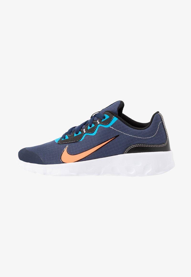 Nike Sportswear - EXPLORE STRADA - Tenisky - midnight navy/hyper crimson/laser blue/black
