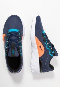 Nike Sportswear - EXPLORE STRADA - Tenisky - midnight navy/hyper crimson/laser blue/black - 1