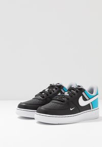 Nike Sportswear - FORCE 1 LV8  - Baskets basses - black/white/light current blue/wolf grey - 3