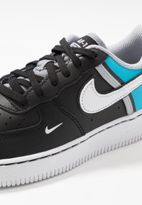 Nike Sportswear - FORCE 1 LV8  - Baskets basses - black/white/light current blue/wolf grey - 2