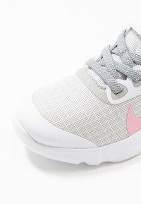 Nike Sportswear - EXPLORE STRADA - Sneakers basse - white/pink/light smoke grey - 2