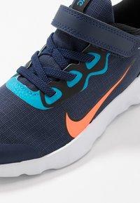 Nike Sportswear - EXPLORE STRADA - Sneakers basse - midnight navy/lemon/black/anthracite - 2