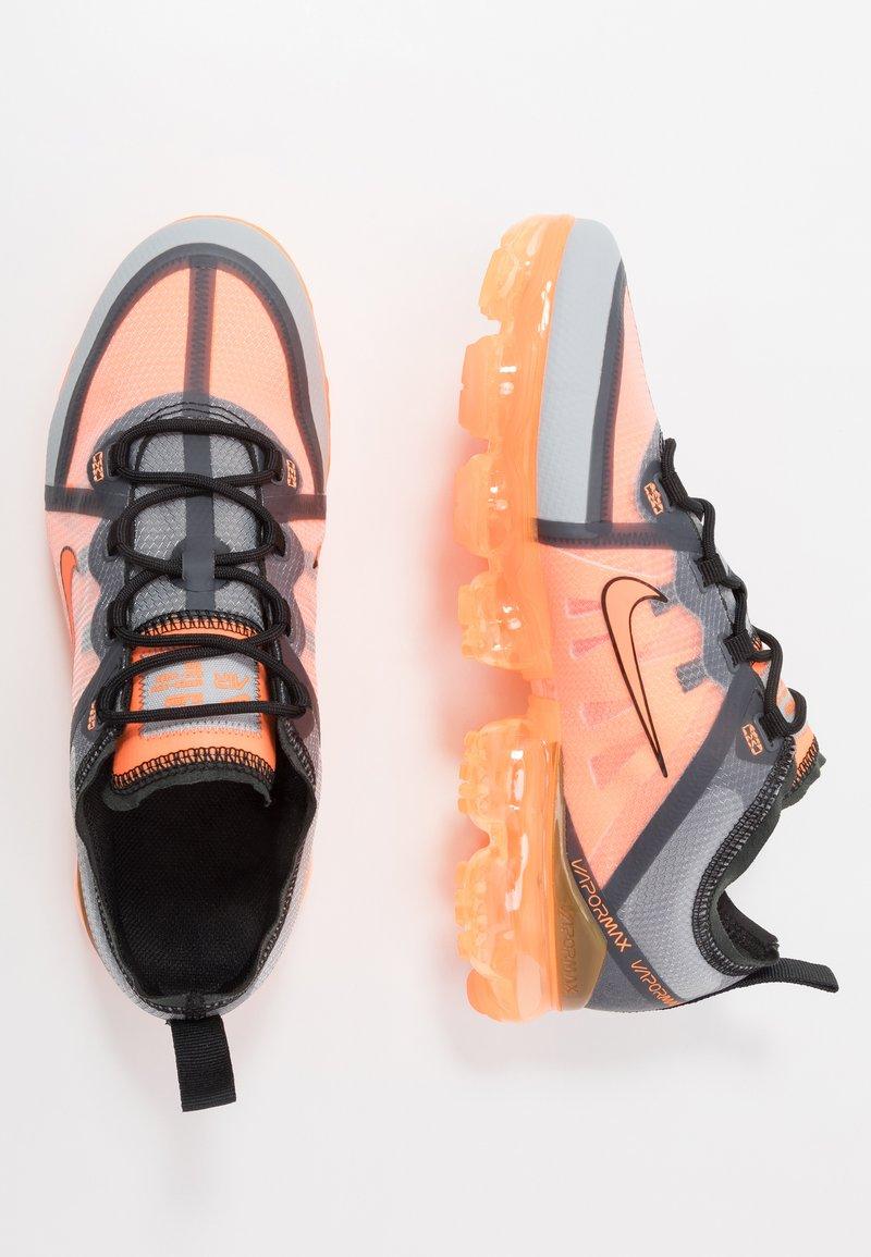Nike Sportswear - AIR VAPORMAX 2019 - Joggesko - dark grey/total orange/wolf grey