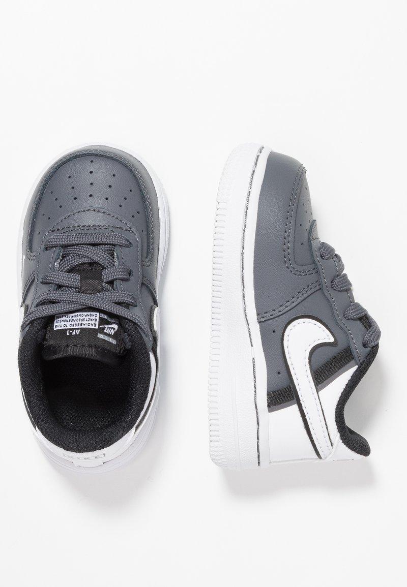Nike Sportswear - FORCE 1 LV8  - Sneakers laag - dark grey/white/black