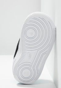 Nike Sportswear - FORCE 1 LV8  - Sneakers - black/white/light current blue/wolf grey - 5